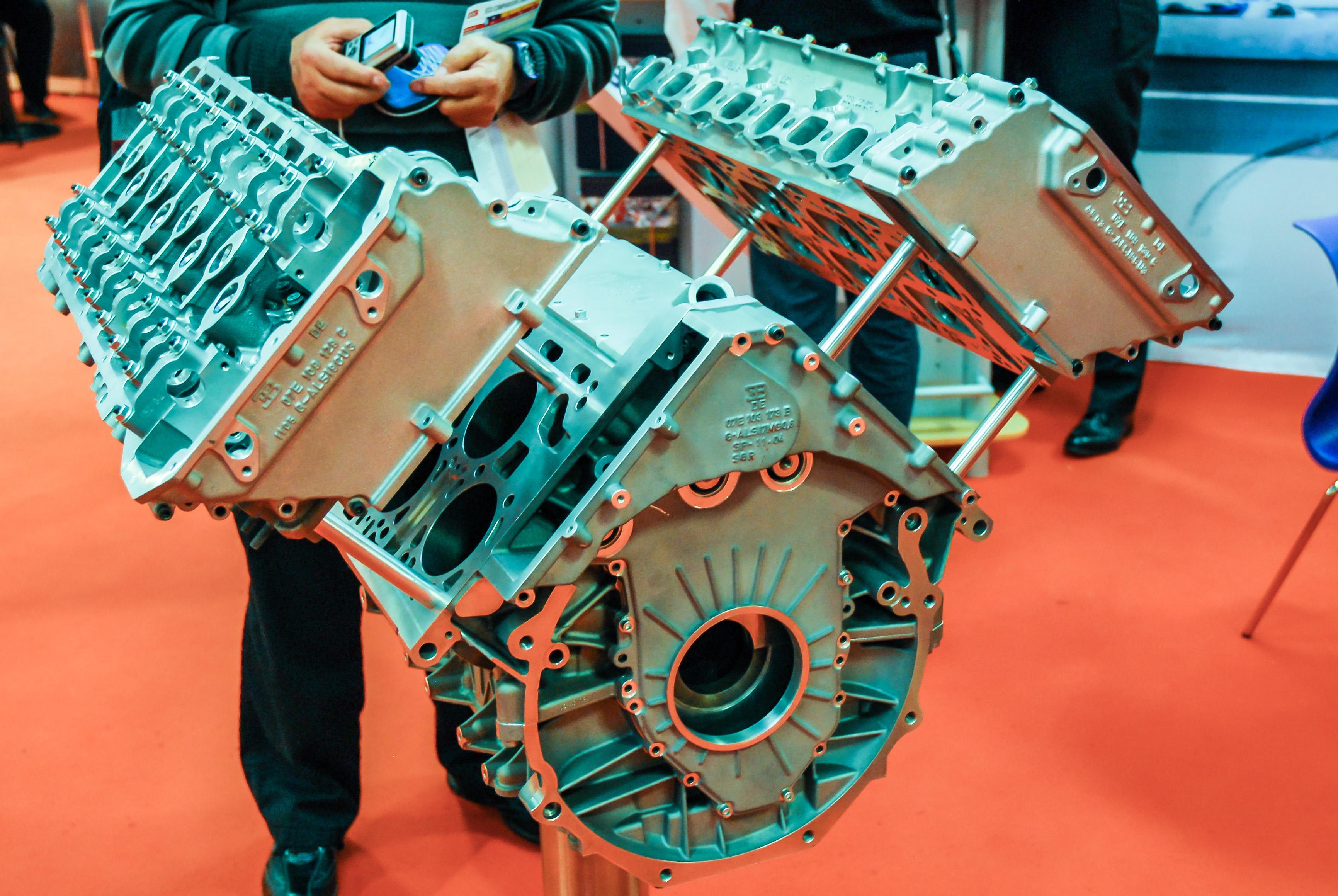 Who Invented Bugatti Veyron 4 Sang Bleu Specs Pictures 44 Engine Diagram Range Rover
